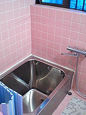 浴室が北側のため、冬場は、洗い場のタイルが冷たく、浴室内が寒いとのお悩みでした。